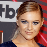 """""""Hole In The Bottle"""" earns Kelsea Ballerini her sixth No. 1 song on country radio"""